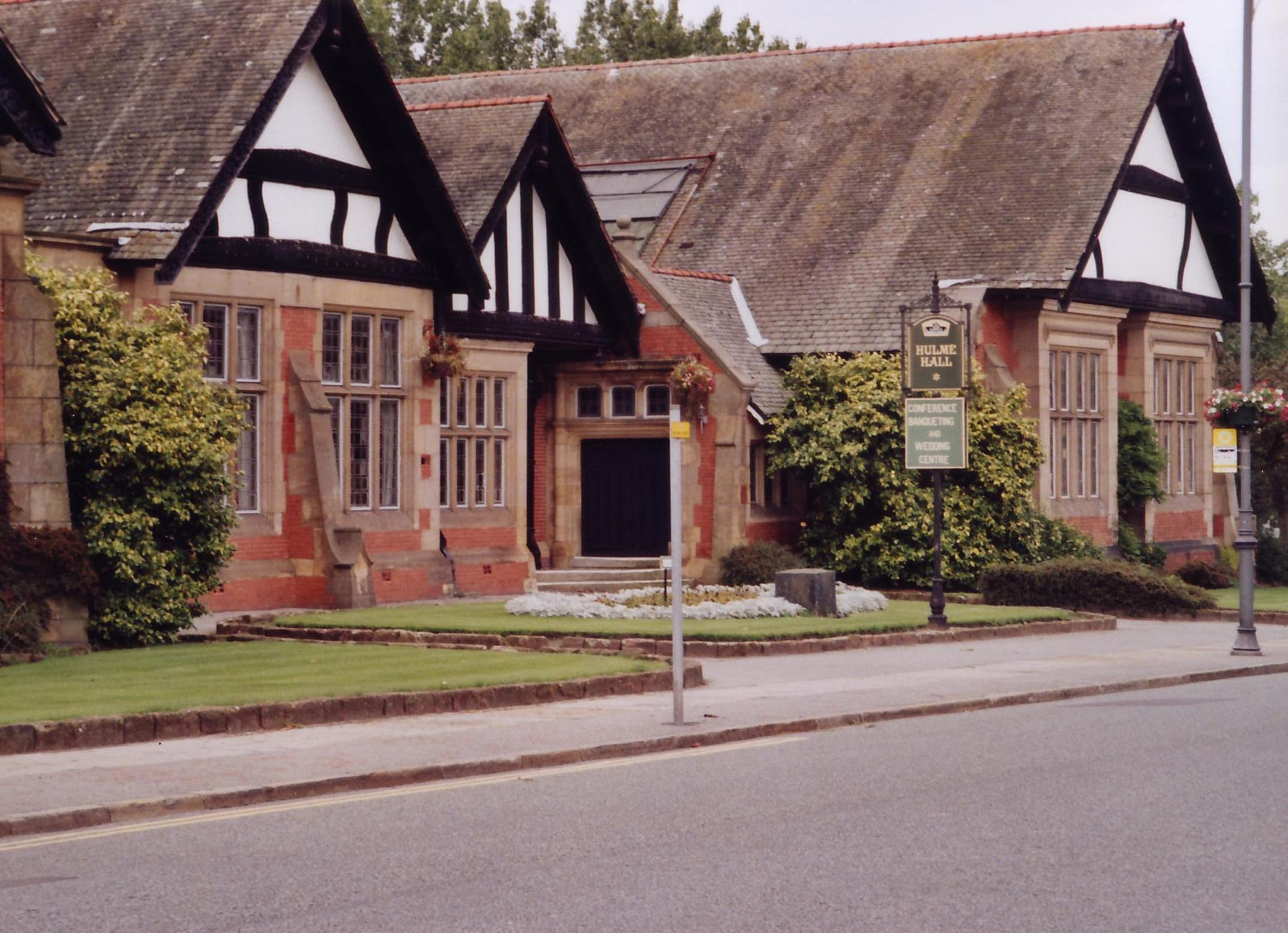 Port_Sunlight_2004-08-27_Hulme_Hall